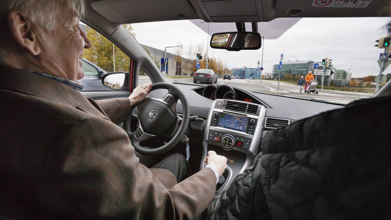 Auton turvatekniikka