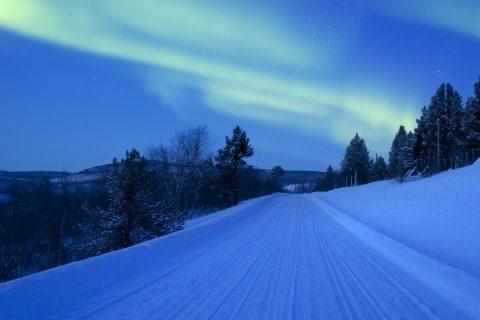 talvinen tie Lapissa